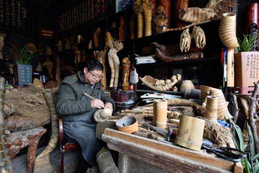 Handwerker in Wuzhen (Bild: astudio – Shutterstock.com)