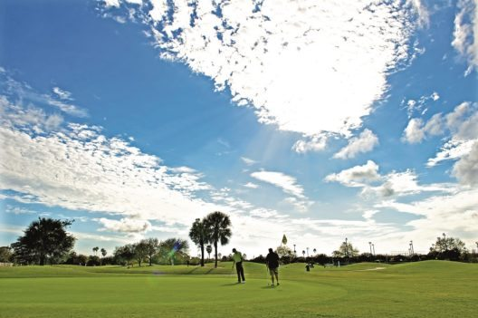 Vier Meisterschaftsparcours und der familienfreundliche Neun-Loch-Parcours sorgen für abwechslungsreiche Golfspiele.