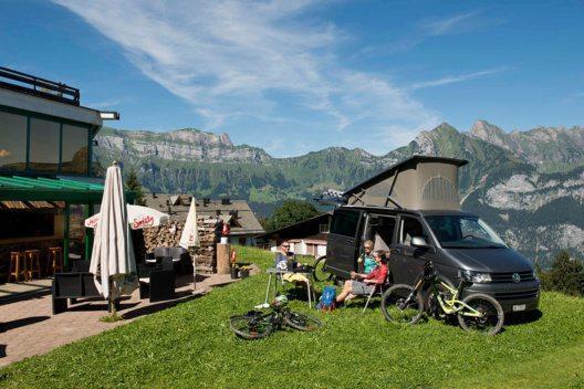 BikerCamping Flumserberg – Campieren mit Hotelinfrastruktur. (Bild: © Bergbahnen Flumserberg AG)