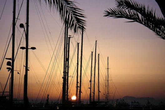 Sonnenaufgang im Hafen von Palma (Bild: fincallorca)