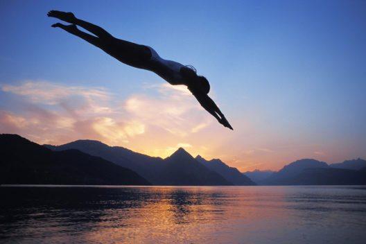 Die zahlreichen Badeplätze entlang der Riviera ziehen auch unabhängig von der Seeüberquerung Schwimmer an. (Bild: Luzern Tourismus AG)