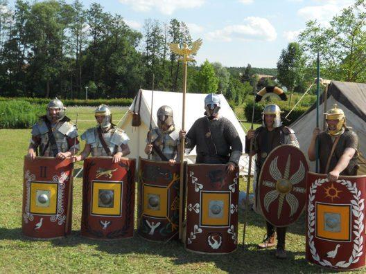 Noch Show oder schon ernst? Bei den Gladiatorenkämpfen geht es jedenfalls ordentlich zur Sache. (Bild: © Pieknik)