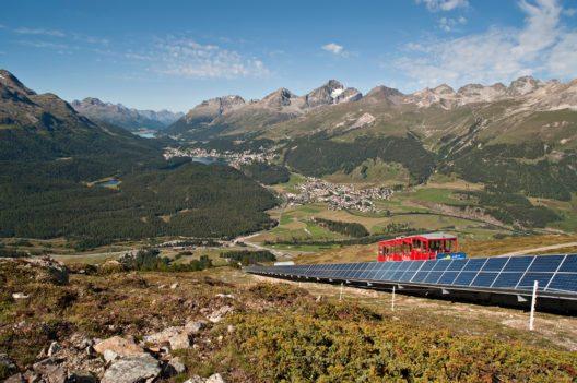 Erstes Plusenergiehotel der Alpen auf Muottas Muragl (Bild: © EngadinStMoritzMountains, kmu-fotografie.ch)