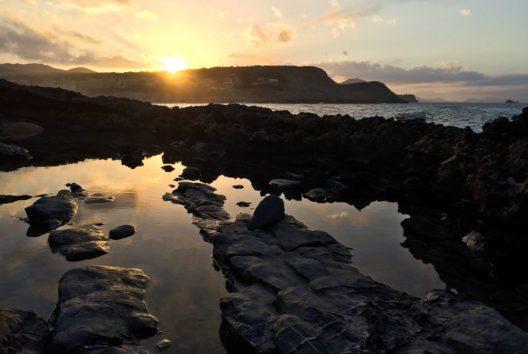 Sonnenuntergang in der nordöstlichsten Badebucht Mallorcas (Bild: fincallorca)