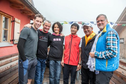 Benni Raich, Christoph Eder und Frau Barbara (Taschachhaus), Sherpa Kale, Tashi Tenzing und Wolfgang Nairz (Bild: Chris Walch/TVB Pitztal)