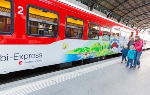 Der Globi-Express begeistert Eltern und Kinder (Bild: © zb Zentralbahn)