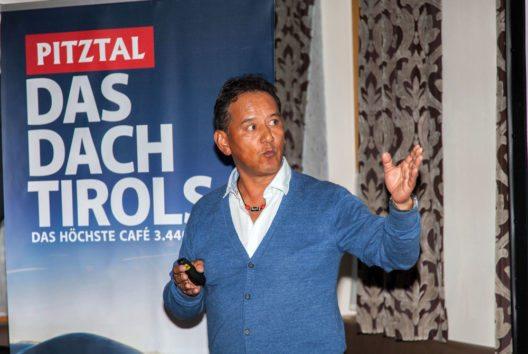 Tashi Tenzing macht auf die Situation in Nepal aufmerksam. (Bild: Chris Walch/TVB Pitztal)
