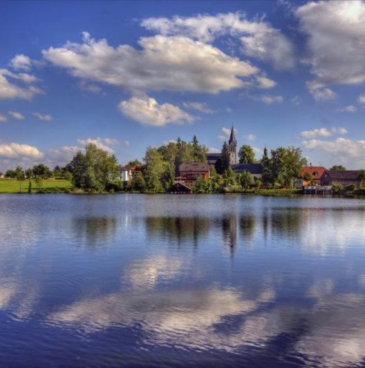 Nageler See (Bild: © Ferienregion Fichtelgebirge)