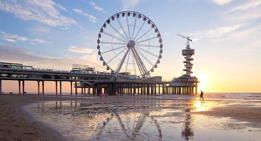 Riesenrad über dem Meer am Pier in Scheveningen (Bild: Pier Suites)