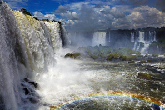 Die grössten Wasserfällen der Welt, an der brasilianischen und argentinischen Grenze. (Bild: © Pichugin Dmitry - shutterstock.com)