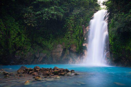 Rio Celeste Wasserfall - Vulkan Tenorio Nationalpark , Costa Rica (Bild: © Martijn Smeets - shutterstock.com)