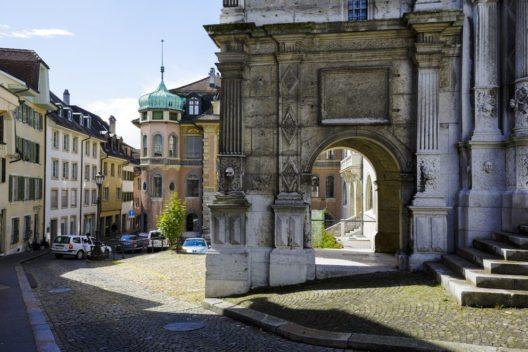 Solothurn begeistert und fasziniert durch seine Altstadt. (Bild: marekusz – Shutterstock.com)