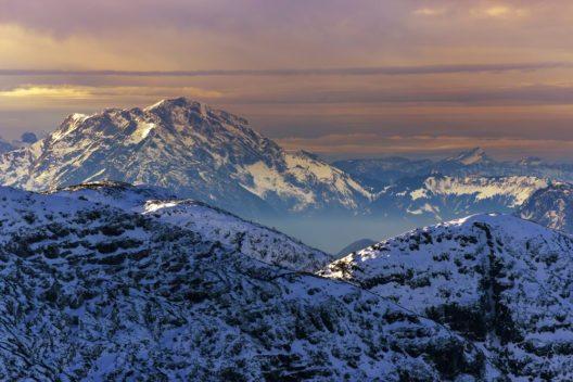 Winter-Gipfel mit Sonnenuntergang - Krippenstein, Oberösterreich (Bild: © Jagoush - shutterstock.com)