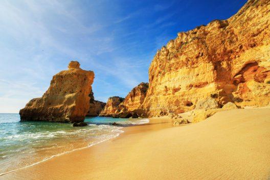 Praia da Rocha in Portimao (Bild: Marcin Krzyzak – Shutterstock.com)