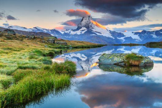 Matterhorn bei Sonnenaufgang am Morgen und Stellisee, Wallis (Bild: © Gaspar Janos - shutterstock.com)