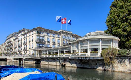 Das Zürcher Luxushotel Baur au Lac trotzt der Franken-Stärke – mit konstant hohen Preisen. (Bild: © Denis Linine - shutterstock.com)