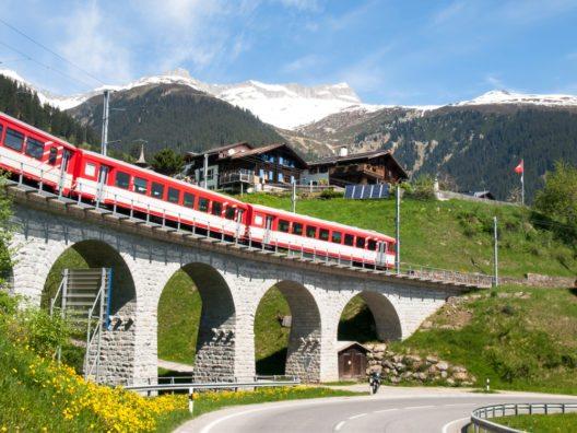Die Rhätische Bahn hat zwei Anleihen im Gesamtvolumen von 200 Mio. Franken begeben.(BIld: © Mor65_Mauro Piccardi - shutterstock.com)