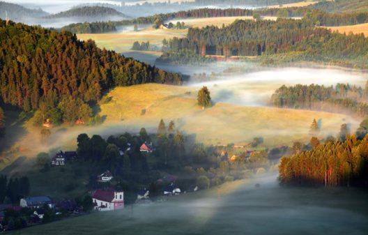 Nebligen Morgen in der Sächsische Schweiz (Bild: © TTstudio - shutterstock.com)