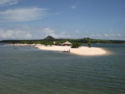 Alter do Chao (Brasilien) ist eine Stadt 33 km westlich von der Stadt Port Amazon Santerem entlang einer der wenigen Strassen im Bundesstaat Para, Brasilien. (Bild: © guentermanaus - shutterstock.com)