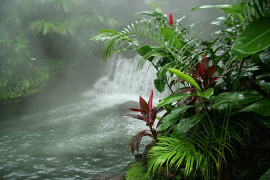 Arenal Hot Springs (Heisse Wasserquellen) - reich an natürlichen vulkanischen Mineralien (Bild: © Brian Lasenby - shutterstock.com)