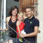 Gastgeber Patric Collet mit Familie aus Chur (Bild: © Graubünden Ferien/Yvonne Bollhalder)