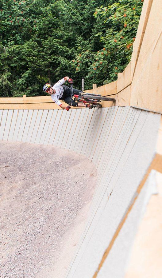 Rene Wildhaber auf dem Holz Wallride (Bild: © Bergbahnen Flumserberg AG)