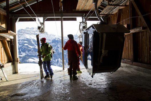 Die Buiräbähnli auch im Winter im Betrieb (Bild: © Schenholm)