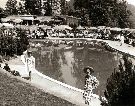 Blick auf das Bürgenstock-Freibad während einer Modeschau in den 1960er-Jahren, historische Aufnahme © Privatalbum Fred Hausheer (Direktor der Bürgenstock-Hotellerie in den 1960er Jahren)