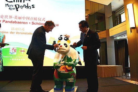 """Mit der Kampagne """"Beautiful China, More than Pandas"""" (Schönes China, mehr als nur Pandas) sollen mehr Touristen nach China gelockt werden. (Bild: © Sichuan Provincial Tourism)"""