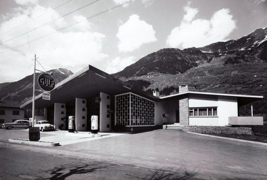Garage mit Tankstelle und Einfamilienhaus in Ambri (Bild: © Willi Borelli, Airolo)