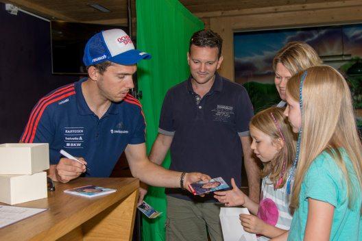 Viele Gäste waren der Einladung von Surselva Tourismus gefolgt. (Bild: © Surselva Tourismus)