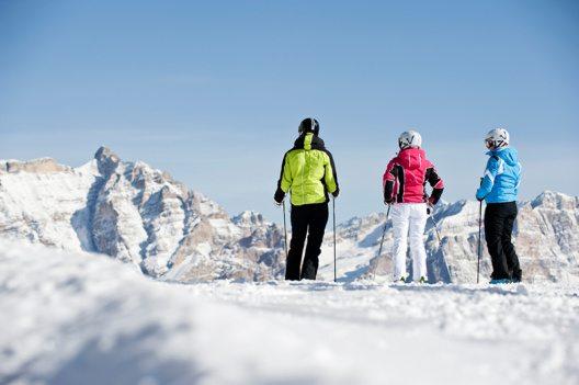 """Für Feinschmecker und Wintersportler: """"Skifahren mit Genuss"""" in Alta Badia. (Bild: © Tourismusverband Alta Badia)"""