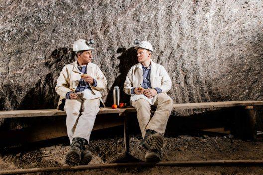 Bergleute bei der Brotzeit (Bild: Salzbergwerk Berchtesgaden)