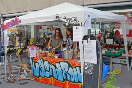 Der Stand am Dorfmarkt gemeinsam mit dem Jugendraum zeigte grossen Erfolg.