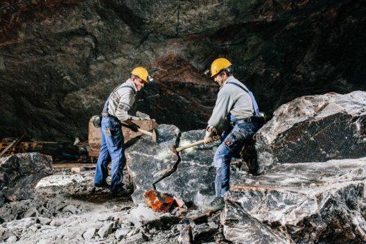 Gewinnung von Steinsalz als Lecksalz für Wild und Vieh (Bild: Salzbergwerk Berchtesgaden)