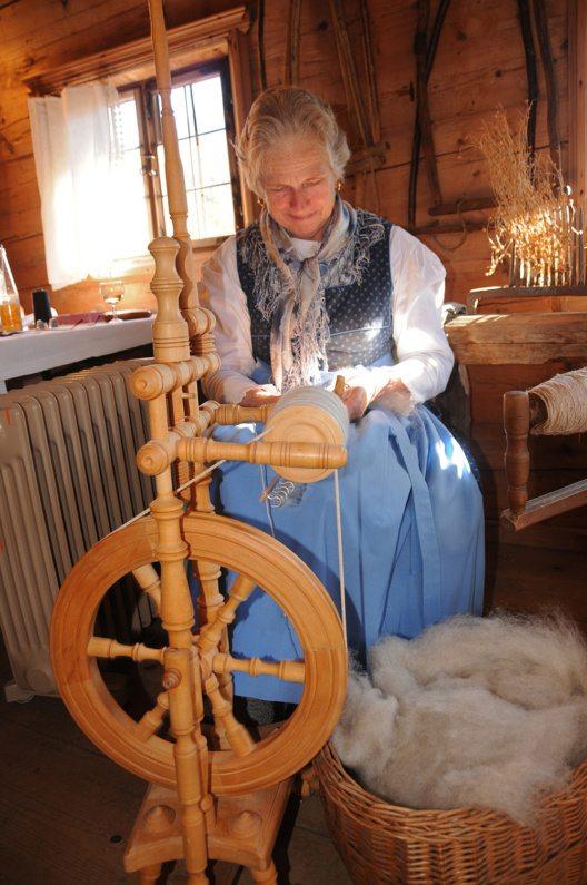 Handwerksvorführungen beim Achentaler Kirchtag (Bild: © HeimatmuseumSixenhof)