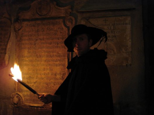 Mit dem Nachtwächter auf seiner Runde durch Muenchen (Bild: © GetYourGuide)