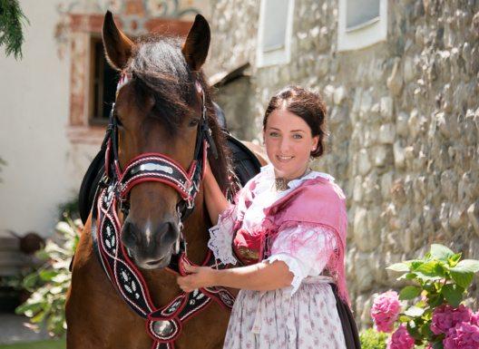 Beim Milser Pferdeherbst präsentieren sich knapp 200 TeilnehmerInnen. (Bild: © Tiefentaler)