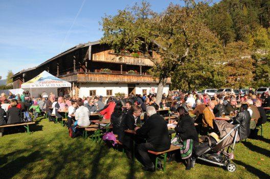 Traditioneller Festtag in Achenkirch beim Achentaler Kirchtag beim Sixenhof (Bild: © HeimatmuseumSixenhof)
