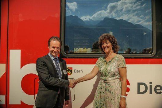 Zugtaufe mit Regierungsrätin Barbara Egger-Jenzer und Michael Schürch Geschäftsführer (Bild: © zb Zentralbahn)