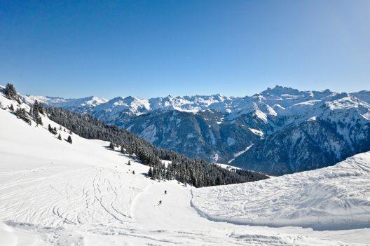 Skipiste im Skigebiet Braunwald (Bild: © Rafael_Wiedenmeier - istockphoto.com)