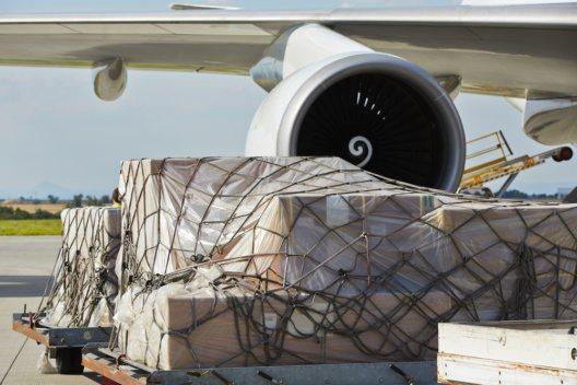 Fast die Hälfte der weltweiten Luftfracht wird in Passagierflugzeugen befördert, sagt eine aktuelle Studie zur Bellyfracht. (Bild: © Jaromir Chalabala - shutterstock.com)