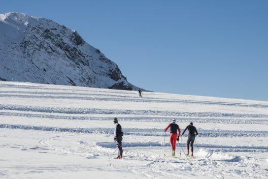 """Livigno öffnet seine Loipen sowohl für Profi-Langläufer als auch für Langlauf-Amateure dank """"snowfarming"""" schon sehr früh im Jahr. (Bild: © COLOMBO NICOLA - shutterstock.com)"""