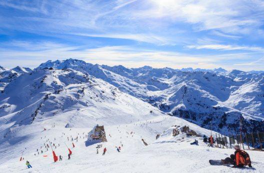 Courchevel Skigebiet (Bild: nikolpetr – Shutterstock.com)