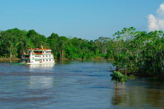 Eine Reise auf dem wasserreichsten Fluss der Erde ist ein Erlebnis für sich. (Bild: Alessandro Zappalorto – Shuttertock.com)