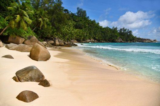 Strand Anse Intendance, Mahé (Bild: SeyVillas)