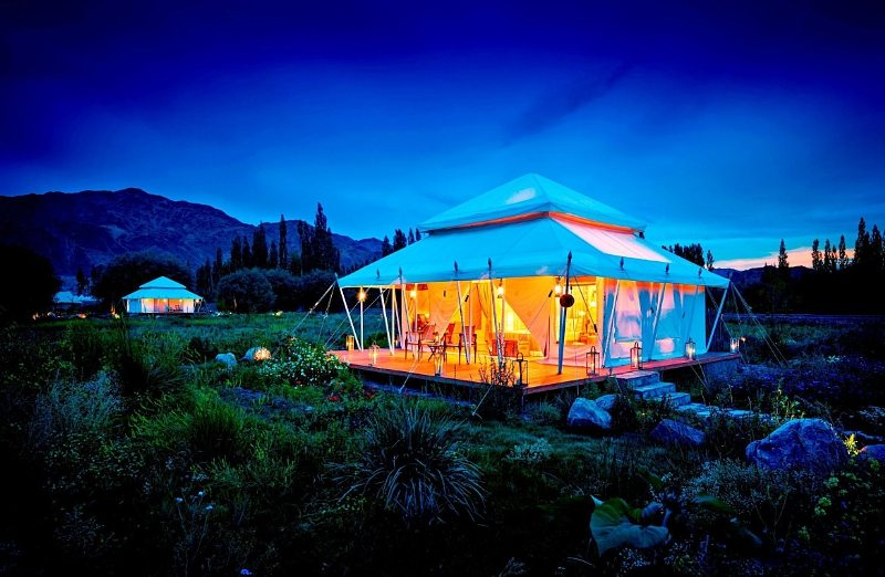 TUTC Luxus-Camp in Thiksey, Ladakh (Bild: PRNewsFoto/The Ultimate Travelling Camp)