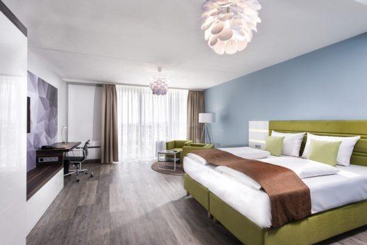 Das Best Western Hotel Frankfurt Airport in Neu-Isenburg bietet 222 Zimmer sowie ein Panoramarestaurant in der 19. Etage. Eine Hotelbar und eine Sommerterrasse sowie ein Fitnessbereich runden das Angebot ab.