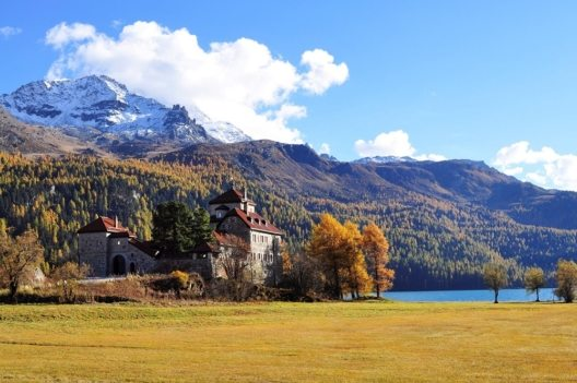 Hotel Hauser in Sankt Moritz (Bild: © pixabay-com)