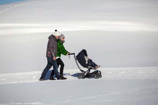Buggy im Schnee (Bild: © Andreas Kirschner)